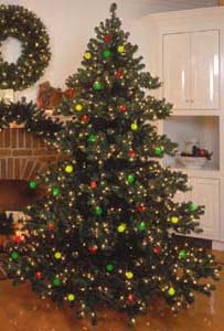 Artificial Prelit Chesapeake Christmas Trees: Niche-Gifts.com.